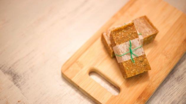 Nut-free-kids-snacks-fig-quinoa-bars (1)